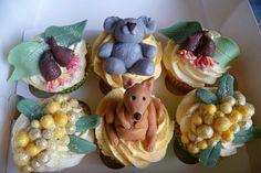 Australian Flora and Fauna Cupcakes Australia Cake, Australia Crafts, Australian Party, Australian Food, Realistic Cakes, Aussie Christmas, Aussie Food, Animal Cupcakes, Themed Cupcakes