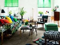 Living room with sofa in textile Tulpaner Black