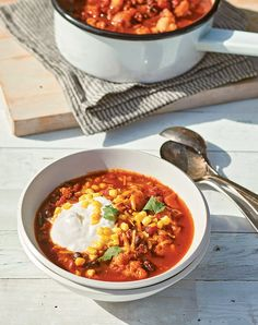 While we love a hearty bowl of Texas chili, we're also trying to eat less meat. Enter this cauliflower chili, which is super healthy and ready in about 30 minutes. Bean Recipes, Chili Recipes, Fall Recipes, Korma, Biryani, Baked Vegetables, Sunday Meal Prep, New Cookbooks