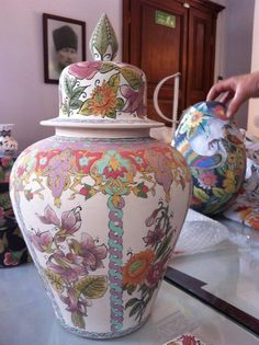 mihrican Ceramic Painting, Ceramic Art, White House Interior, Ginger Jars, Paint Designs, Wood And Metal, Tea Pots, Art Gallery, Hand Painted