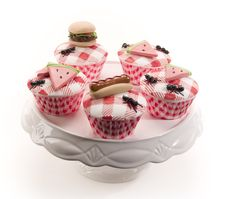 Cutest Picnic Cupcakes Ever