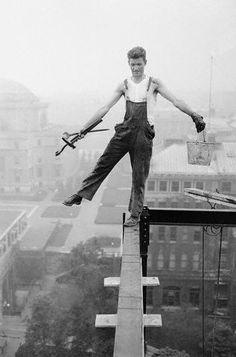 Hombre trabajando en las alturas
