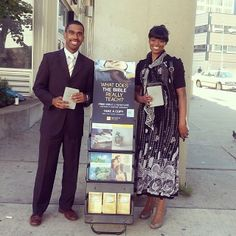 Detroit, Michigan, USA - Publicly sharing the Good News of God's Kingdom with others. - Jw.org