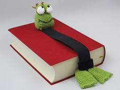 Henri le frog bookmark crochet by IlDikko
