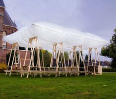 Inflatable picnic pavilion by Overtreders W
