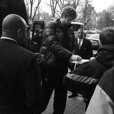 @paugasol greets fans as the team arrives in Boston. Game Thursday on TNT