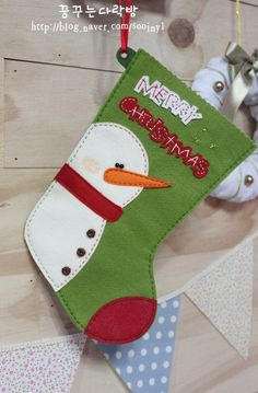 botas navideñas de fieltro decoradas