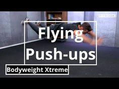 Flying Push-ups (Fliegestütze) sind sehr schwierige Liegestütze und gehören zu den härtesten Bodyweight-Übungen, die Kraft und Koordination abverlangen.