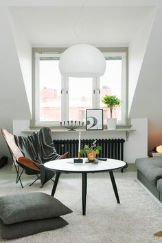 simplicity in white, grey and black | Wit interieur #living_room