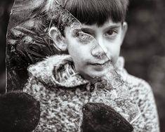 A fotógrafa norte-americana Kate Miller-Wilson tem dois filhos, um deles autista. O autismo é um transtorno que afeta o sistema nervoso e não tem cura, prejudicando a capacidade de comunicação e interação.  E Kate achou uma maneira leve e bonita de transformar toda a jornada enfrentada por ela e pelo filho diariamente em arte, através do p...