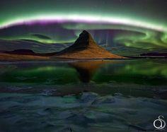 Northern Lights sur Kirkjufell dans l'ouest del'Islande & bien d'autres sur http://www.pinterest.com/Fleursdavenir/aurore-boreale/