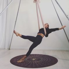 Founder of Aireal Yoga, Carmen Curtis, offers online aerial yoga classes and teacher trainings. #aerialyogateachertraining #aerialyoga #aerialyogaonline