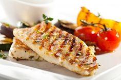 Filete de pescado a la parrilla con verduras Barbacoa Foto de archivo