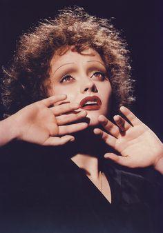 Kevin Aucoin make-up. Christina Ricici as Edith Piaf