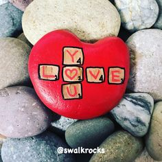Scrabble tiles Valentine's rock Stone Art Painting, Seashell Painting, Pebble Painting, Pebble Art, Painted Clay Pots, Painted Rocks Craft, Hand Painted Rocks, Rock Painting Patterns, Rock Painting Ideas Easy