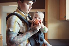We love this post from a babywearing dad - #ergobaby #babywearing #lovecarrieson