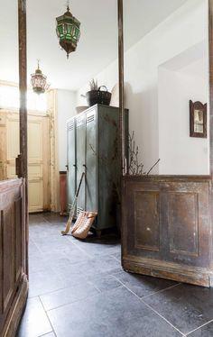 Een hokkerige jaren 20 dijkwoning met schuur, alleen bereikbaar per pontje. Waterliefhebbers Cindy en Stephan maakten er hun ideale leefhuis van.
