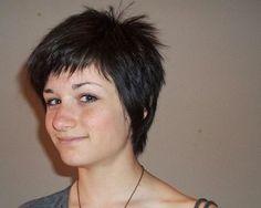 shag-hairstyles-for-fine-hair-green-eyed-girl-wears-a-fine-shag-3 ...