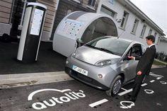 Bolloré a déjà mis en circulation 1 750 véhicules électriques, répartis sur 710 stations, et revendique 38 800 abonnements vendus.  Photo : Daniel FOURAY
