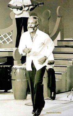 Ismael Rivera - Salsa - Puerto Rico - (Santurce 05/10/1931- 13/05/1987) Cantante y compositor puertorriquenho, celebre interprete de temas folkloricos de su pais. Contibuyo a la difusion de los ritmos proios de la isla, como la bomba e la plena, y fue uno de los primeiros abanderados del movimiento salsero, razon por la que fur llamado El Sonero Mayor.