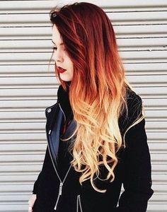 Bij de dip dye hair trend lijkt het alsof je je punten van je haar in een pot verf hebt gedipt. Dit kan in natuurlijke kleuren zoals bruin en blond, maar ook in opvallende kleuren zoals paars, roze of blauw. Dit laatste zie je een stuk vaker. De overloop in kleur is heel direct, je kunt de haren als het ware opdelen in twee stukken, bijvoorbeeld een bruine bovenkant en een blonde onderkant. Lees nu meer -->