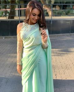 Drool Worthy Latest Blouse Designs – The List Will Amaze You The much awaited list is here Ladies. Have a look at the latest blouse designs trends for this year. The list will surely amaze you. Blouse Back Neck Designs, Saree Blouse Patterns, Saree Blouse Designs, Dress Patterns, Indian Designer Outfits, Designer Dresses, Designer Sarees, Designer Wear, Home Design