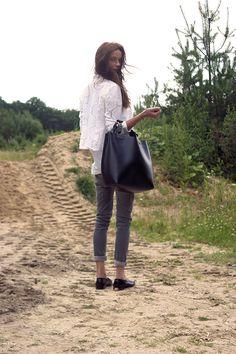 Motel cardigan, COS shirt, Zara jeans, Zara bag, Eden loafers via Sarenza.