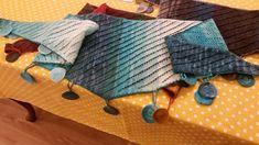 4 ilmek başlayın,4 sırada bir ön yüzde 1 örün 2 ilmegin dibinden 1 ilmek artirin.İlmek sayısı 10 olunca 3 ilmek örün bir dolayın 2 ilmegi kesin ,ikinci sırada ajuru kaydırmak için 3 ö Picnic Blanket, Outdoor Blanket, Crochet Blouse, Bandana, Projects To Try, Reusable Tote Bags, Throw Pillows, Knitting, Handmade