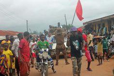 Entertainer Mr. Humble warming up the crowd in Yala, Cross River State Nigeria | #JujuFilms #Yala #MrHumble #Nigeria #Africa