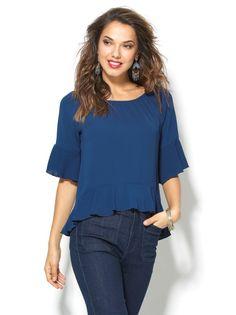 Con esta coqueta blusa de inspiración romántica derrocharás feminidad en estado puro. Blusa de sugerente escote barco elástico que podrás colocar a tu gusto - Venca - 110266 Diy Clothes Patterns, Dress Patterns, Blouse Styles, Blouse Designs, Brunch Outfit, Blouse And Skirt, Cute Tops, Pretty Outfits, Shirt Blouses