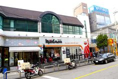 [Seoul] Kyochon is known as one of the best Korean Fried Chicken in South Korea, also known as the 'Lee Min Ho' chicken.   The Chimaek chain is hugely wel