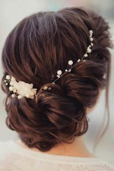 Gorgeous Wedding Hairstyles for Medium Lenght Hair ★ See more: http://lovehairstyles.com/wedding-hairstyles-for-medium-hair/