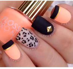 Peach and black nails✨