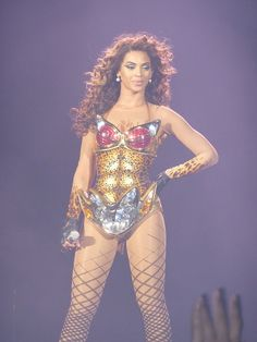 if i could be any woman in the world..i would be beyonce. omg..gorgeous. so jealous.