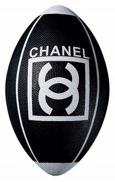 Chanel Football: Love It or Hate It? >> Looove it! Coco Chanel, Chanel Black, Chanel Art, Karl Lagerfeld, Sporty Chic, Or Noir, Football Love, Branding, Chanel Couture