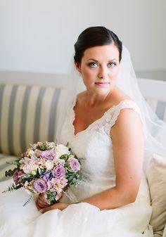 A pretty barn wedding | Jessica & Thomas on Best Day Ever