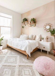 Serene Bedroom, Room Design Bedroom, Room Ideas Bedroom, Small Room Bedroom, Trendy Bedroom, Boho Teen Bedroom, Neutral Bedroom Decor, Bedroom With White Walls, Cream Bedroom Decor