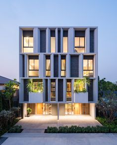 """8,477 Me gusta, 22 comentarios - ARCHITECTURE HUNTER (@architecture_hunter) en Instagram: """"#architecture_hunter Townhouse with Private Garden Architects: baan puripuri Location: Bangkok,…"""""""