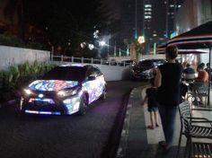 Pengguna media sosial Kaskus mendapati sebuah mobil yang menyala-nyala secara futuristik sedang dipakai berjalan-jalan di seputar wilayah Jakarta. Dari penampilannya, bentuk bodi mobil secara jelas menunjukkan identitas dari model baru hatcback Toyota Yaris.