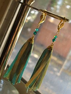 These are cool! zakka life: How to Make Tassel Earrings