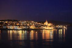 Kristiansund, der erste halbwegs gelungene Versuch bei Nacht und mit Stativ;-)