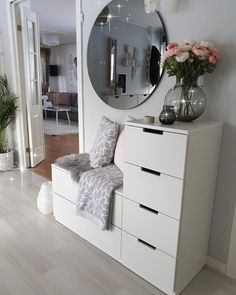 Interior Home Design Trends For 2020 - New ideas Living Room Decor, Bedroom Decor, Bedroom Furniture, Entryway Decor, Bedroom Ideas, Deco Furniture, Bedroom Themes, Bedroom Designs, Cheap Furniture