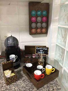 Cantinho do café 001 Coffee Corner Kitchen, Coffee Bar Home, Coffee Love, Coffee Shop, Coffee Bars, Cafe Bar, Coin Café, Vintage Cafe, Interior Design Living Room