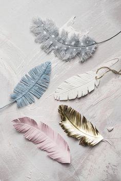 Feathers www.panduro.com #DIY #easter #gold #fabric #paper #clay #påskris #påsk #fjädrar #twigs #fake Diy And Crafts, Crafts For Kids, Dress Painting, Mixed Media Cards, Easter Crafts, Handicraft, Tassel Necklace, Fiction, Feather