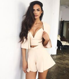 Feel Free to Express Your Own Style with Your short two piece outfits.Today, these outfits are made to look extremely stylish while being efficient at the same time. We are lovin' the two piece set… Summer Fashion Outfits, Girl Fashion, Womens Fashion, Moda Hipster, Sophia Miacova, Look Girl, Pinterest Fashion, Two Piece Outfit, The Dress