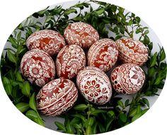 AGNUSEK - Danuta Sroka - Pisanki drapane, batikowe, wycinanki i inne Easter Egg Crafts, Easter Eggs, Egg Art, Doodle Art, Hand Painted, Quilling, Match Boxes, Wood, Bedspreads