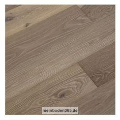 Eiche Montpellier Das Parkett ist ein 3-Schicht Fertigparkett als Landhausdiele in der Holzart europäische Eiche. Die rustikale Oberfläche der Diele wurde leicht wärmebehandelt, was zu einer hell- bis mittelbraunen Deckschicht führt. Da sie zusätzlich gekälkt ist, wird die Holzstruktur weiß hervorgehoben. Zudem wurde sie gebürstet und oxidativ weiß geölt. Das Parkett hat eine Nutzschicht mit einer Stärke von ca. 3,4 mm und eine umlaufende Mikrofase.