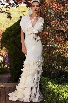 Johanna Ortiz Introduces Bridal exclusively for Moda Operandi Elegant Dresses, Beautiful Dresses, Formal Dresses, Formal Wear, Bridal Gowns, Wedding Gowns, Lace Wedding, Lady Like, Glamour