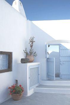 Summer House in Santorini, Greece Santorini House, Santorini Greece, Santorini Island, Mykonos, Greece Fashion, Greek House, Mediterranean Decor, Mediterranean Architecture, Outdoor Living