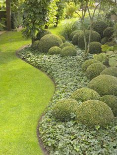 Cheap, creative and modern garden edging ideas for flowers beds and slopes from timber, wood, stone, curved or DIY lawn edging ideas Lawn Edging, Garden Edging, Modern Landscaping, Backyard Landscaping, Backyard Ideas, Landscaping Ideas, Walkway Ideas, Inexpensive Landscaping, Landscape Edging Stone